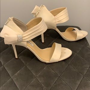 Nina off white dress shoes
